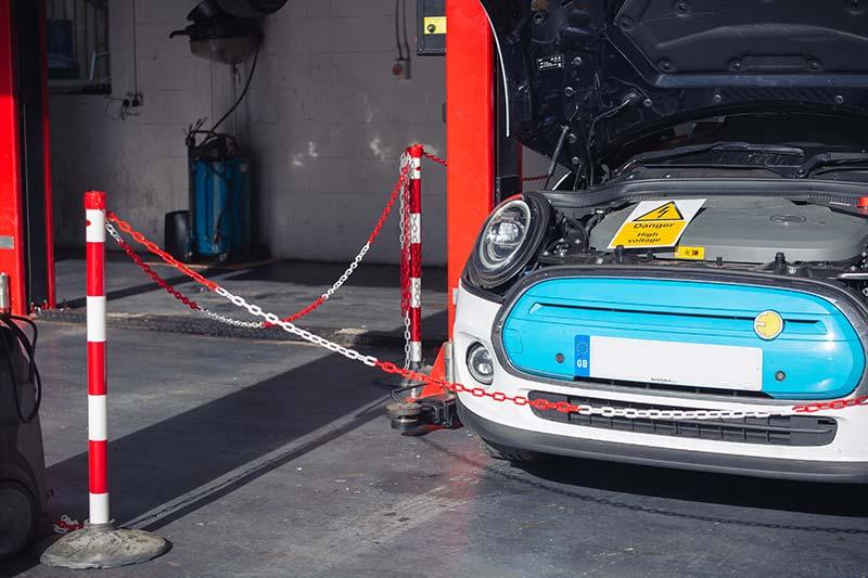 Electric car mechanic Witney